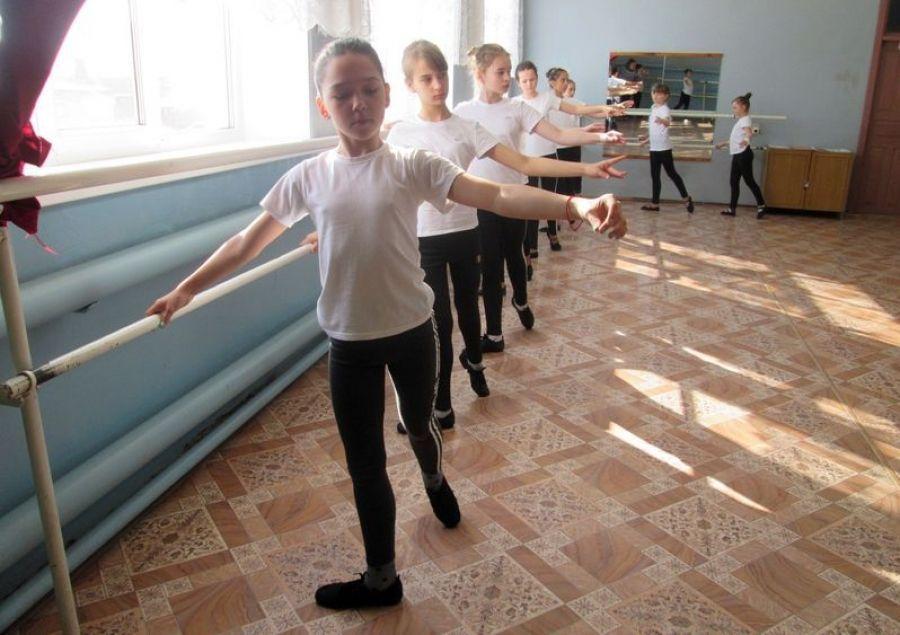 Показательный хореографический урок для работников культуры