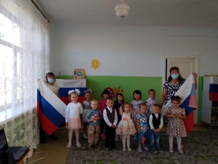 Символ мира, чистоты - это флаг моей страны!