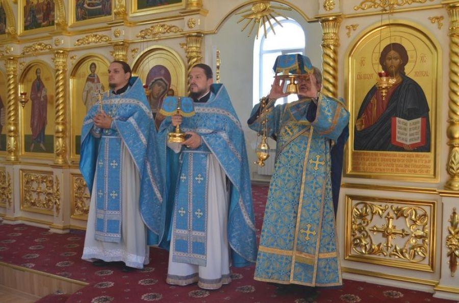 Божественная Литургия в Татищевском храме