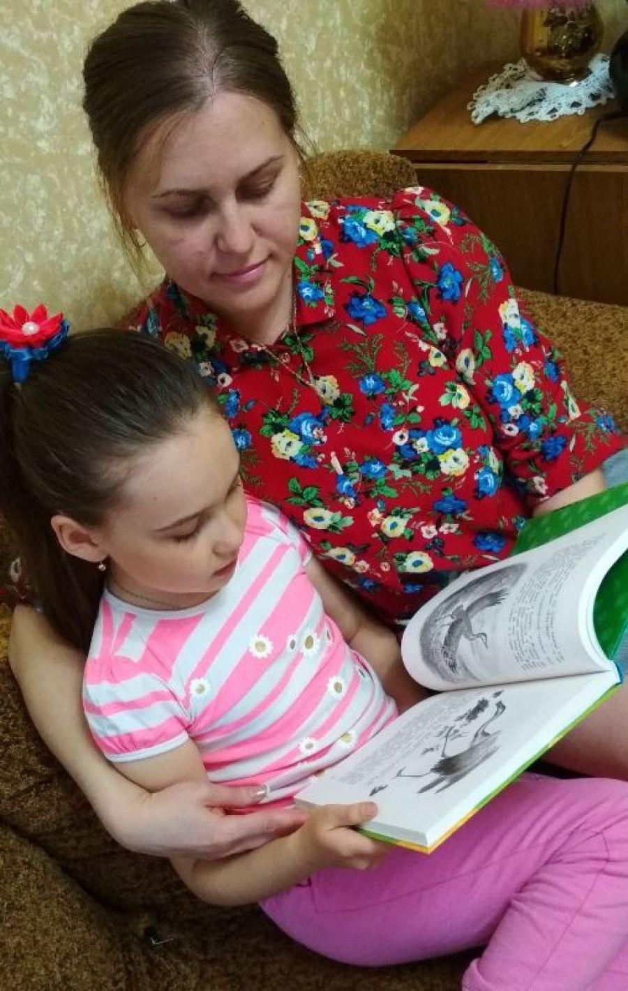 Обними ребенка с книгой