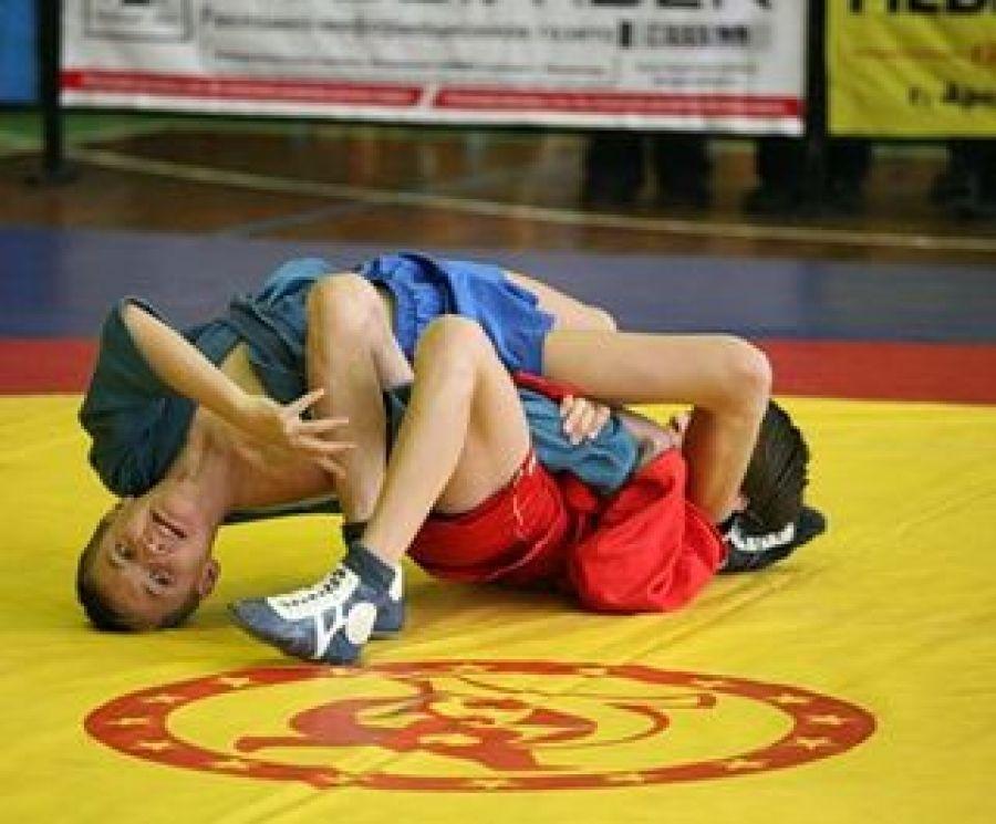 Состоялись соревнования по борьбе в «партере» среди детей