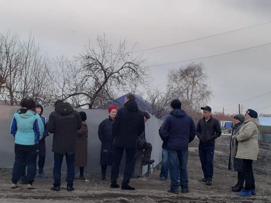 Продолжаются встречи работников администрации Татищевского муниципального района с жителями р.п. Татищево по вопросам общественного самоуправления