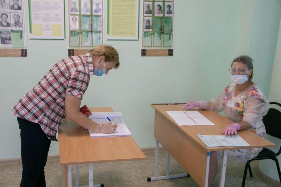 В Татищевском районе продолжается голосование по поправкам к Конституции
