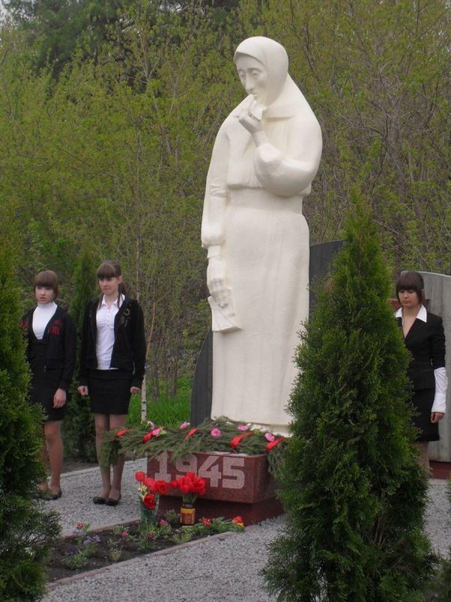 Открытие мемориала в Мизино-Лапшиновском муниципальном образовании
