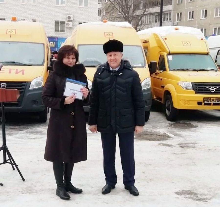 Татищевским школам - новые автобусы