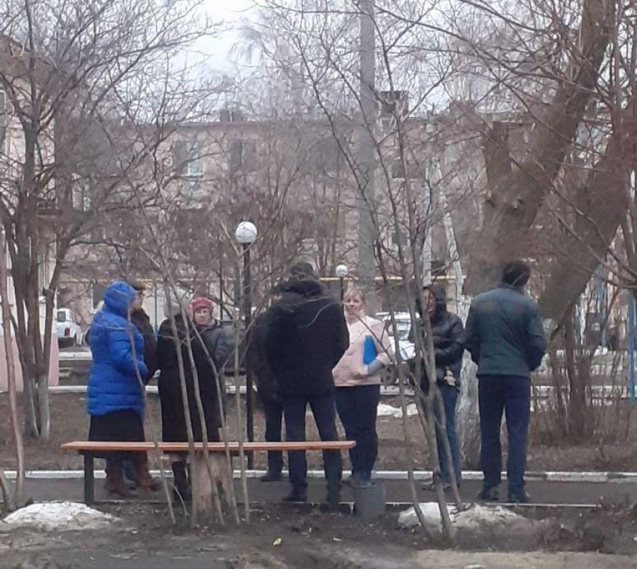 Работники администрации Татищевского района продолжают встречи с жителями р.п. Татищево