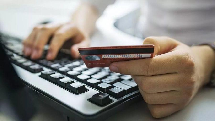 Сотрудники банков никогда не звонят клиентам с предложением установить на телефон какое-либо приложение!