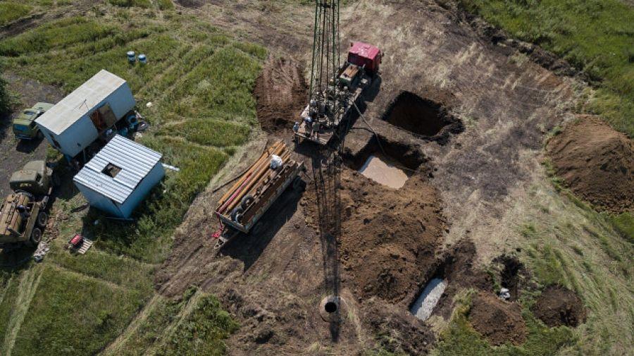 В р.п.Татищево продолжаются работы по ремонту водопроводной сети
