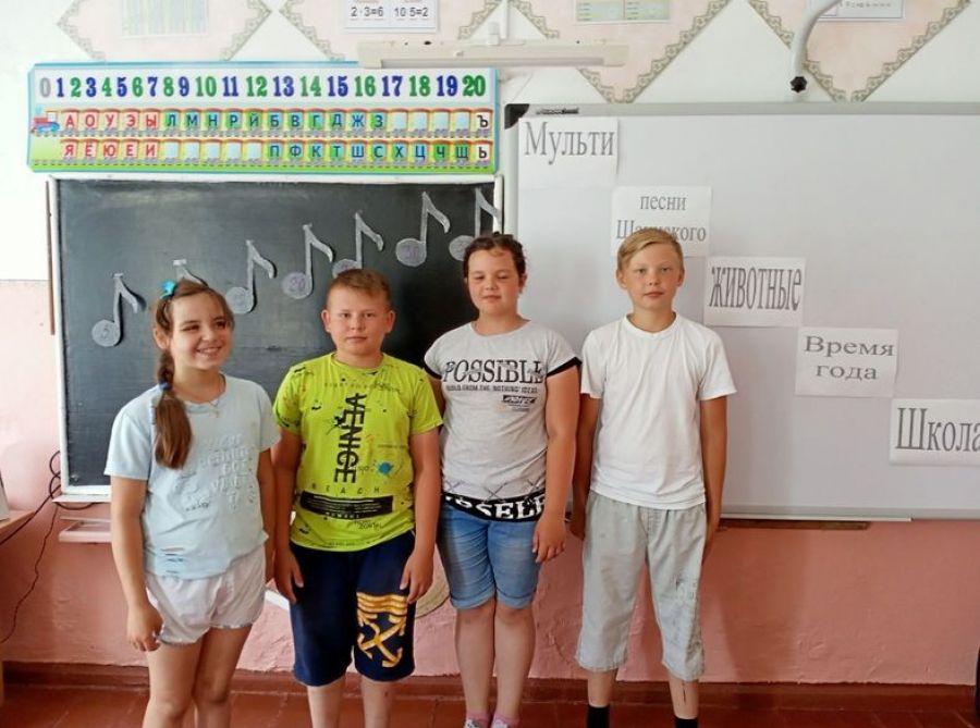 Завершение работы летней досуговой площадки  в школе села Карамышка
