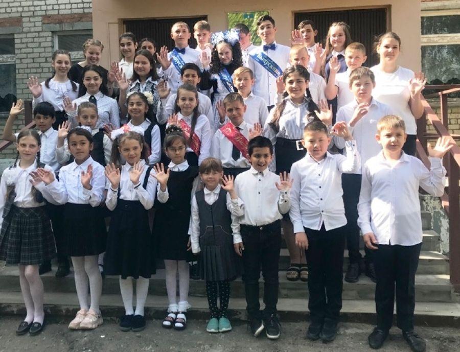 Последний звонок в школе села Большая Федоровка
