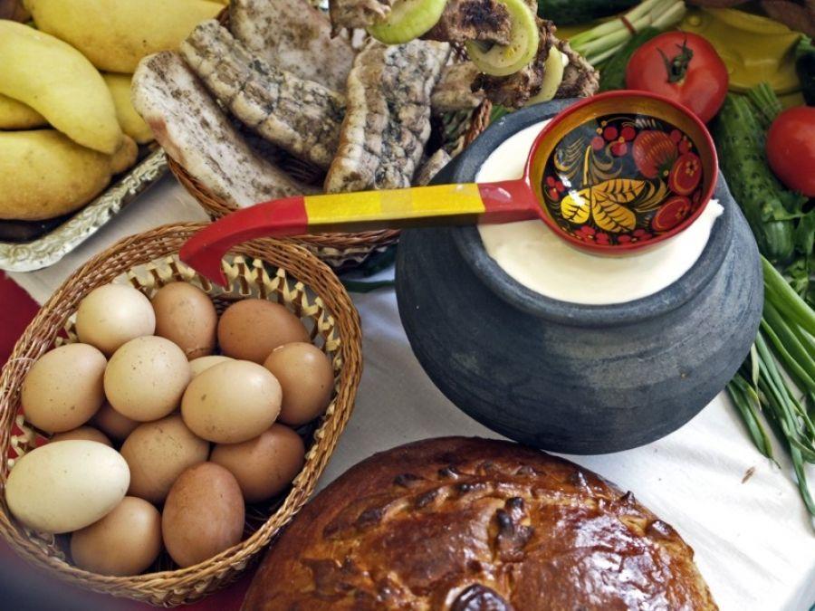 В День народного единства и празднования Казанской иконе Божией Матери в Татищевском районе состоялась праздничная сельхозярмарка