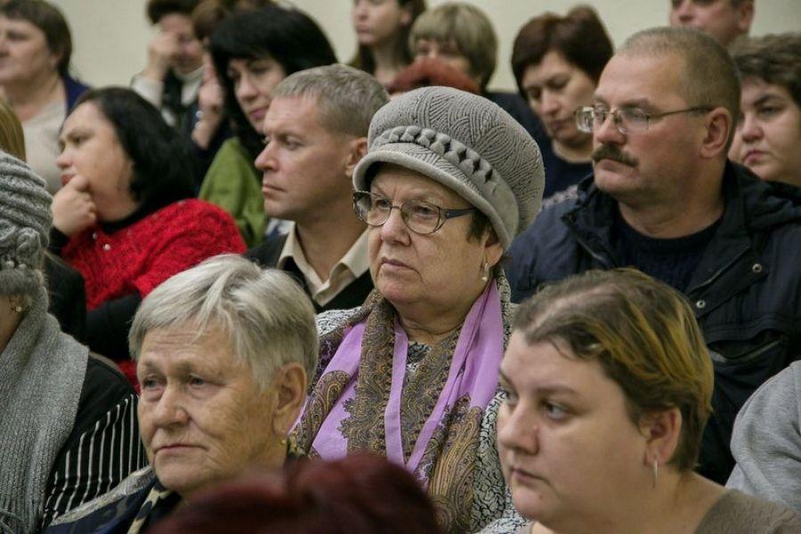 Есть и будет: глава района обсудил пути развития р.п. Татищево вместе с жителями