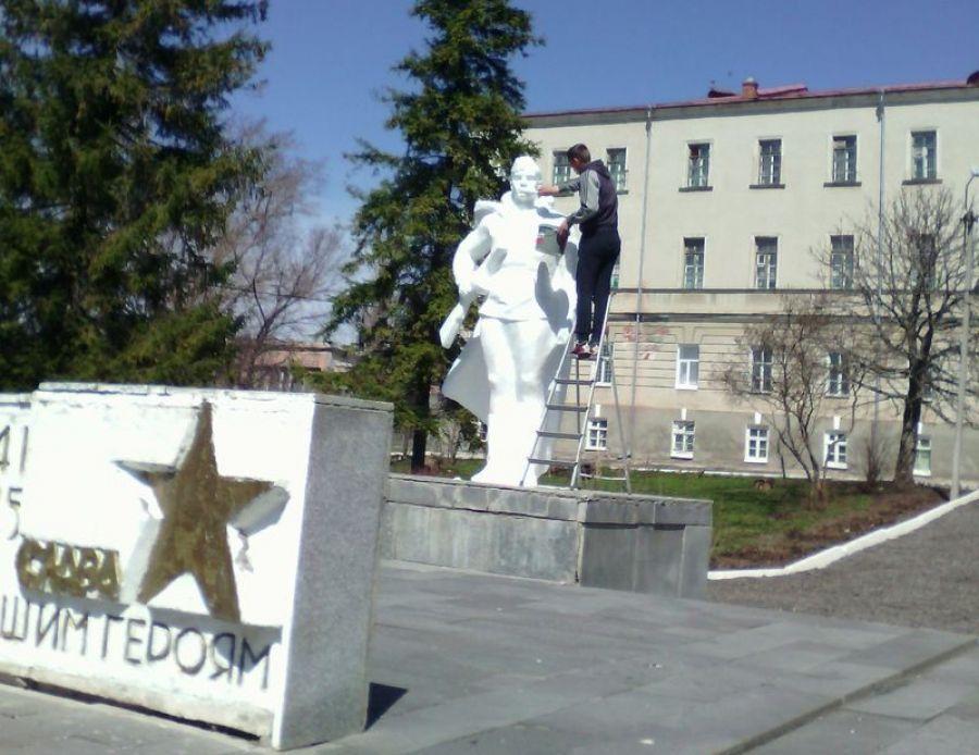 Акция «Помоги памятникам и обелискам» в Октябрьского МО