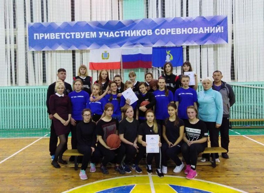Соревнования по баскетболу среди девушек