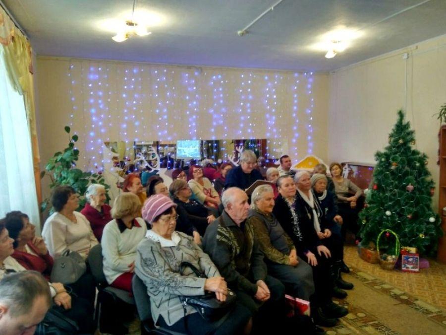 Чарует белой сказкой снова святое Рождество Христово