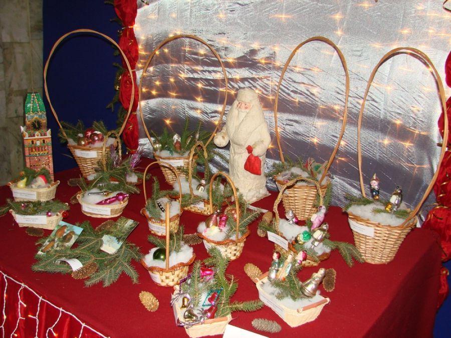 Выставка новогодней игрушки в ЦДК