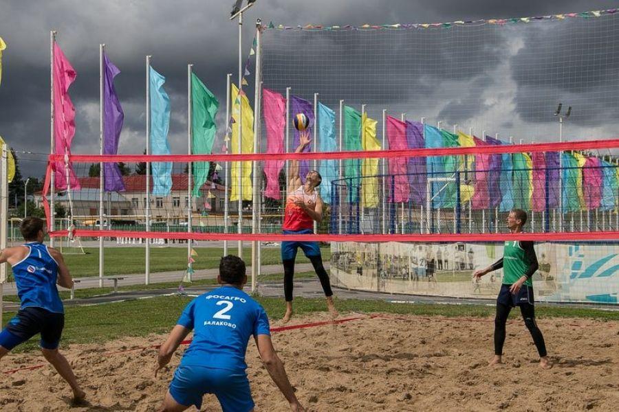 Пляжный волейбол: игра нон-стоп до позднего вечера