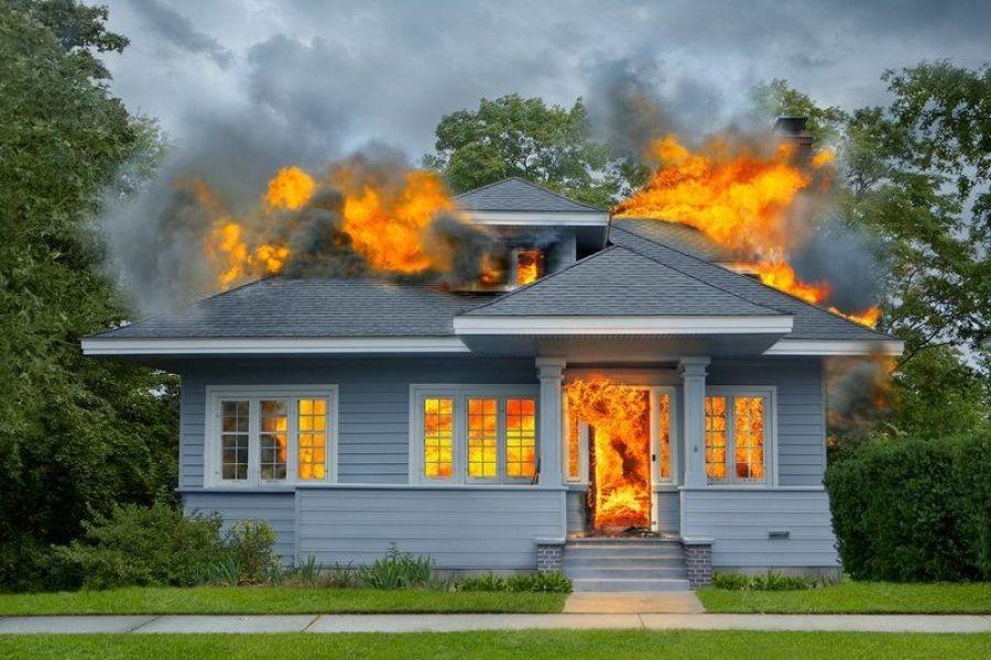 Полагается ли материальная помощь при пожаре дома?