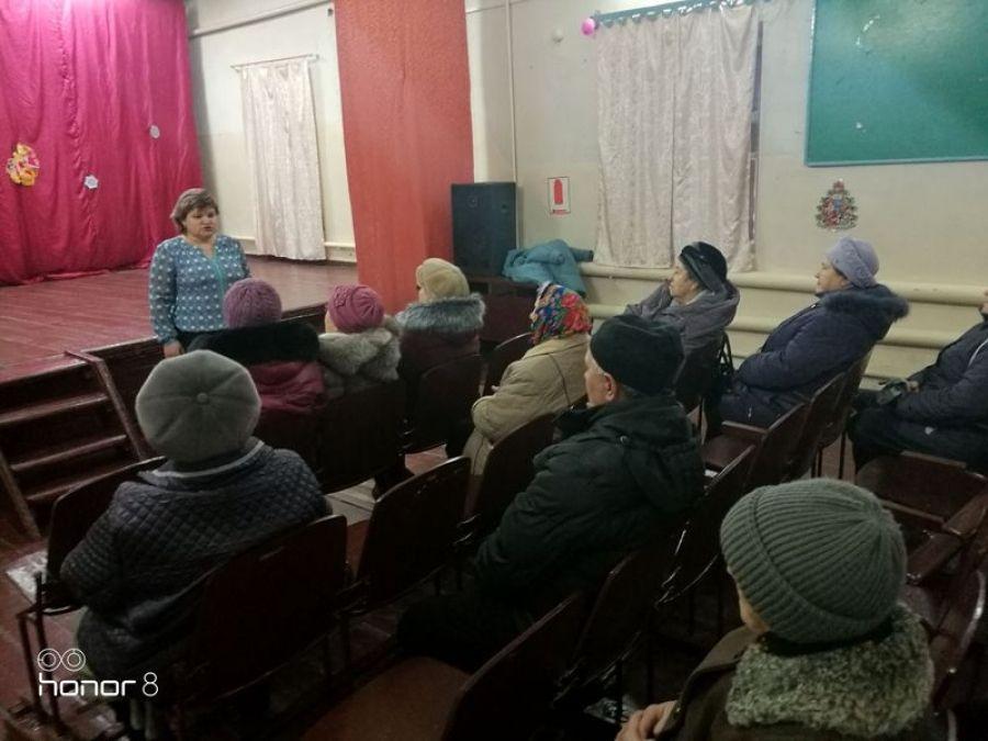 Специалисты управления социальной поддержки населения Татищевского района провели встречу с жителями ст.Курдюм