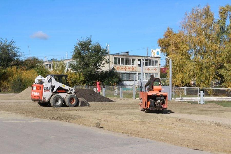 На улицах Школьной и Крупской районного центра полным ходом идут дорожно-строительные работы