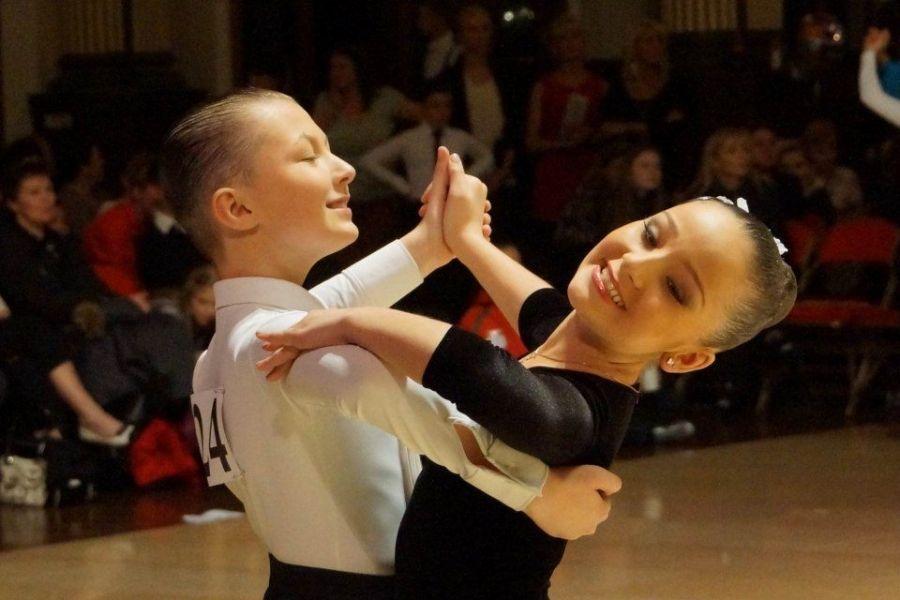 Приглашаем на занятия спортивными бальными танцами