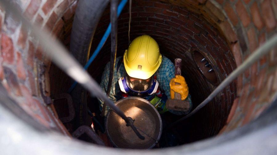 Как безопасно проводить работы в колодце