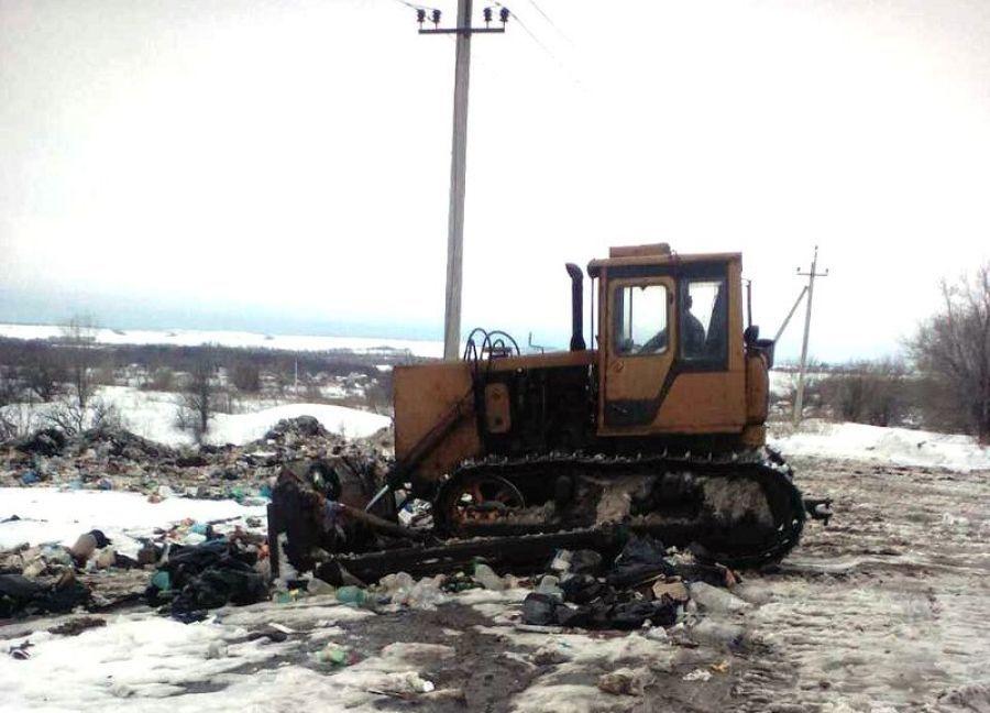 Очистка территории несанкционированной свалки в Вязовском МО