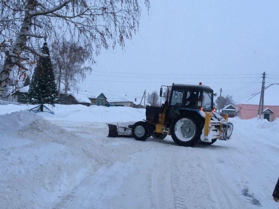 В Вязовском МО устраняют последствия снегопада