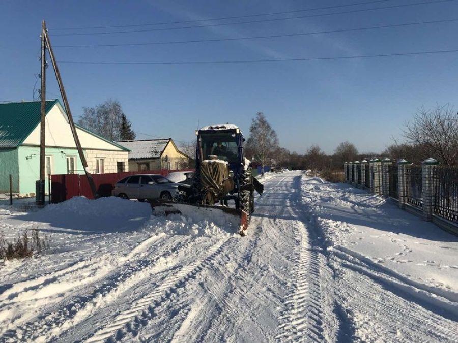 В Октябрьском муниципальном образовании идут работы по расчистке снега