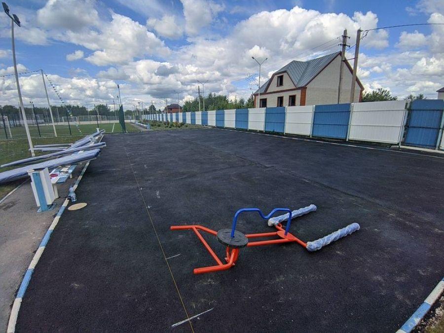 На новой площадке ГТО устанавливают спортивное оборудование