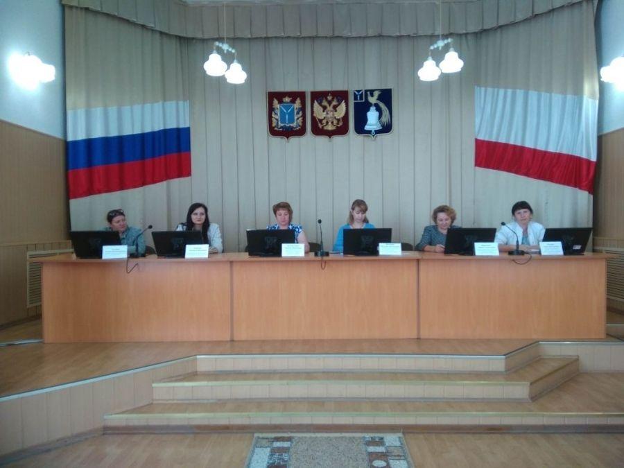 Заседание комиссии по делам несовершеннолетних и защите их прав